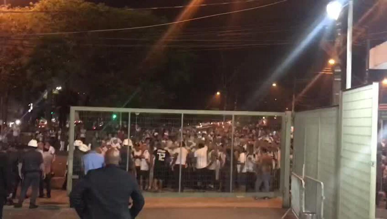 Torcida do São Paulo protesta contra o time no Morumbi