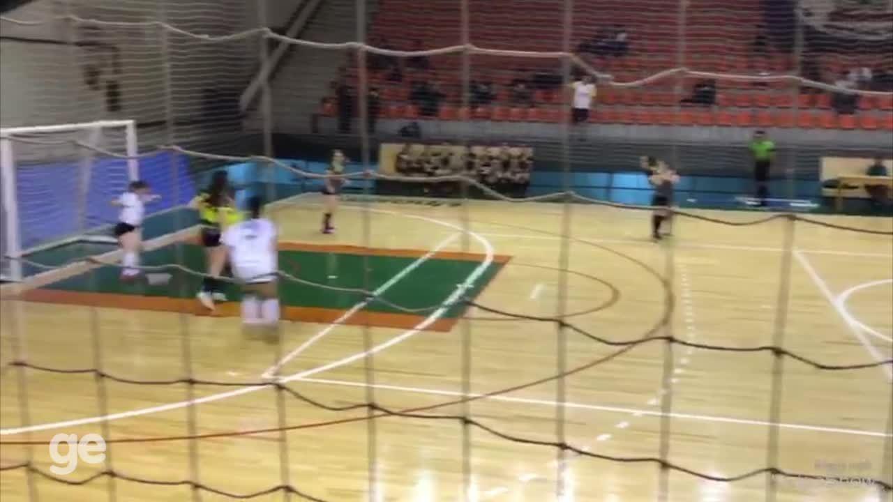 Gol de letra marcado por Fernanda ocorreu em semifinal de competição universitária
