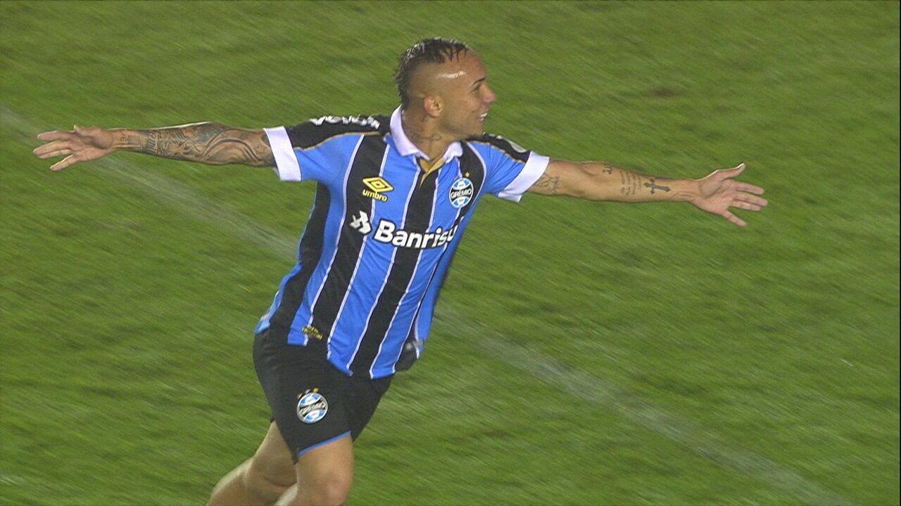 Contra o Santos, Everton marcou no fim do jogo após jogada pela esquerda