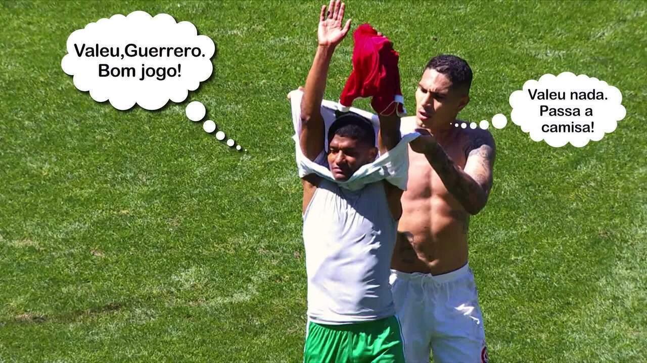 Guerrero toma a blusa de Márcio Araújo no intervalo do jogo