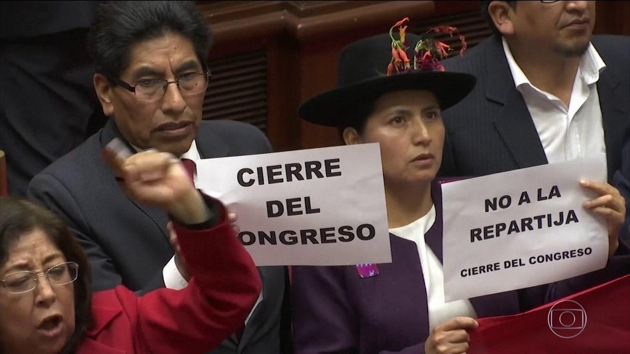 Forças Armadas e a polícia do Peru declaram apoio ao presidente Martín Vizcarra