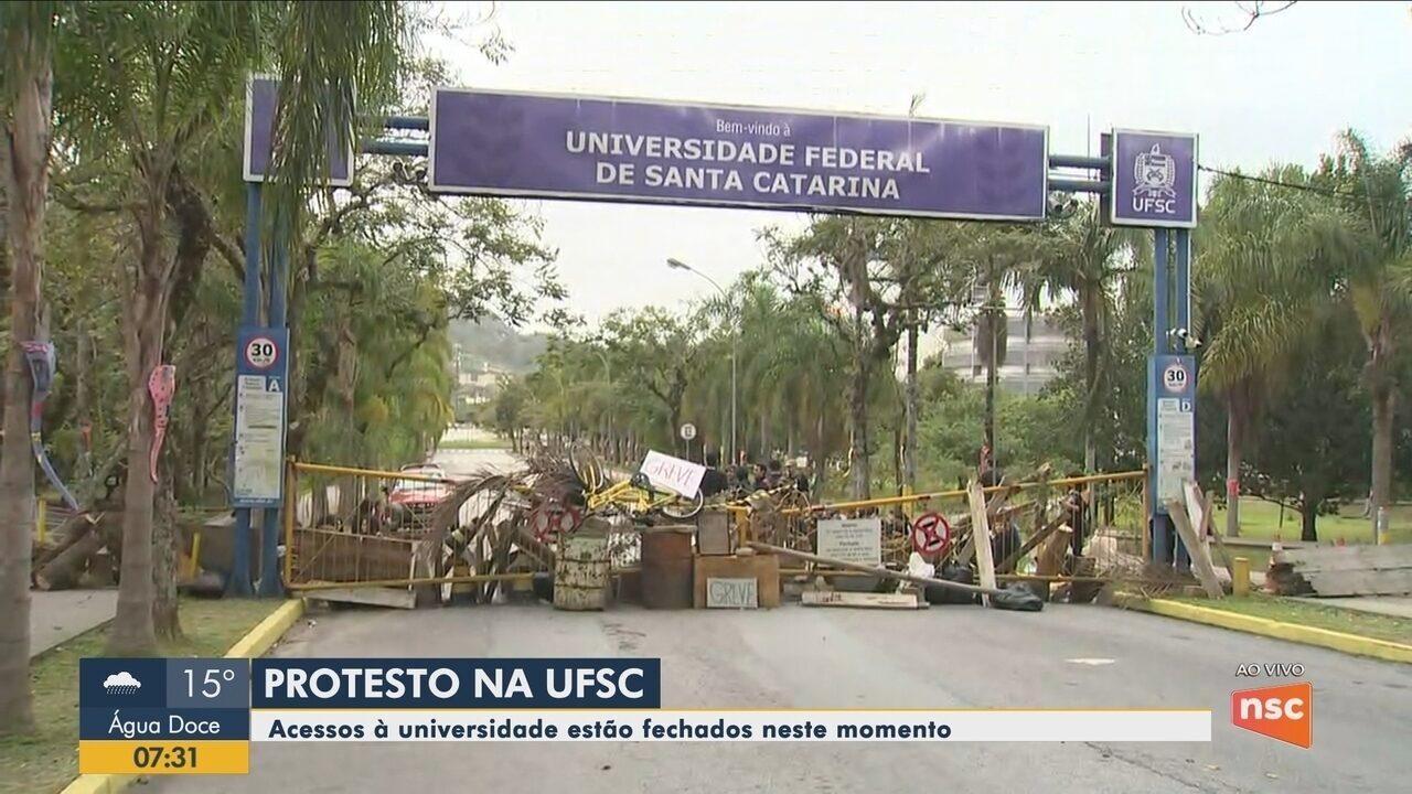 Estudantes fecham acessos da UFSC em protesto nesta quinta-feira