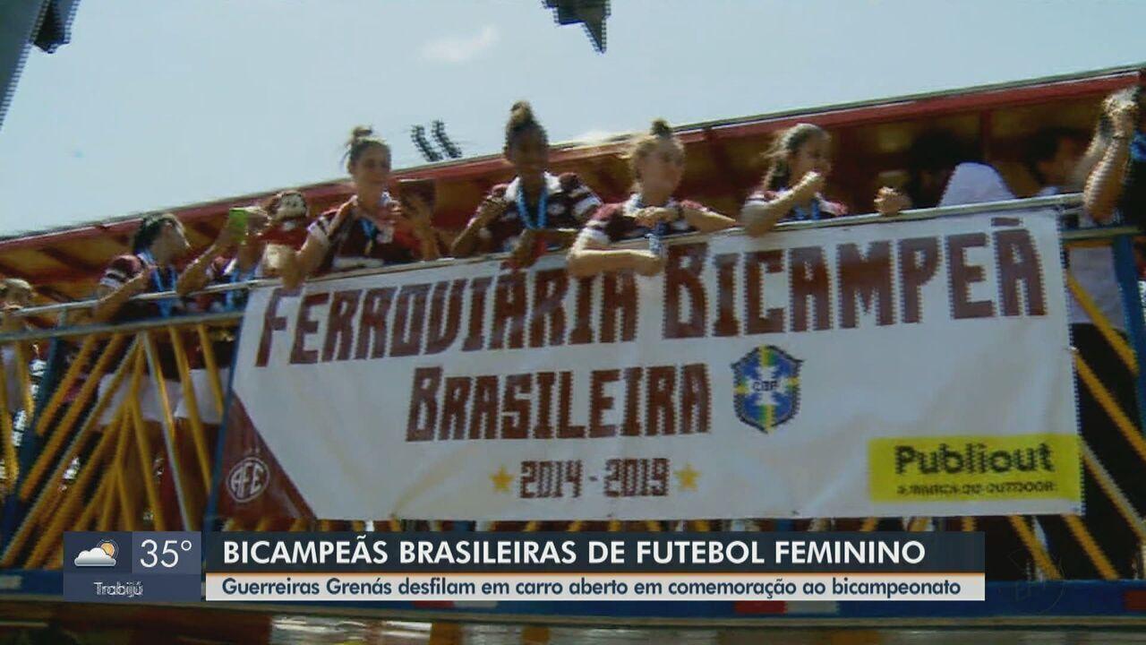 Guerreiras Grenás desfilam por Araraquara em comemoração ao bicampeonato