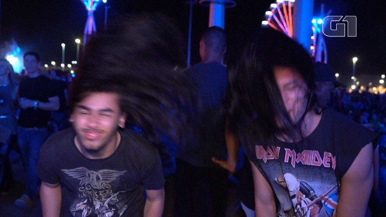 """Fãs do metal avaliam qual o melhor """"bate cabelo"""" do pop"""