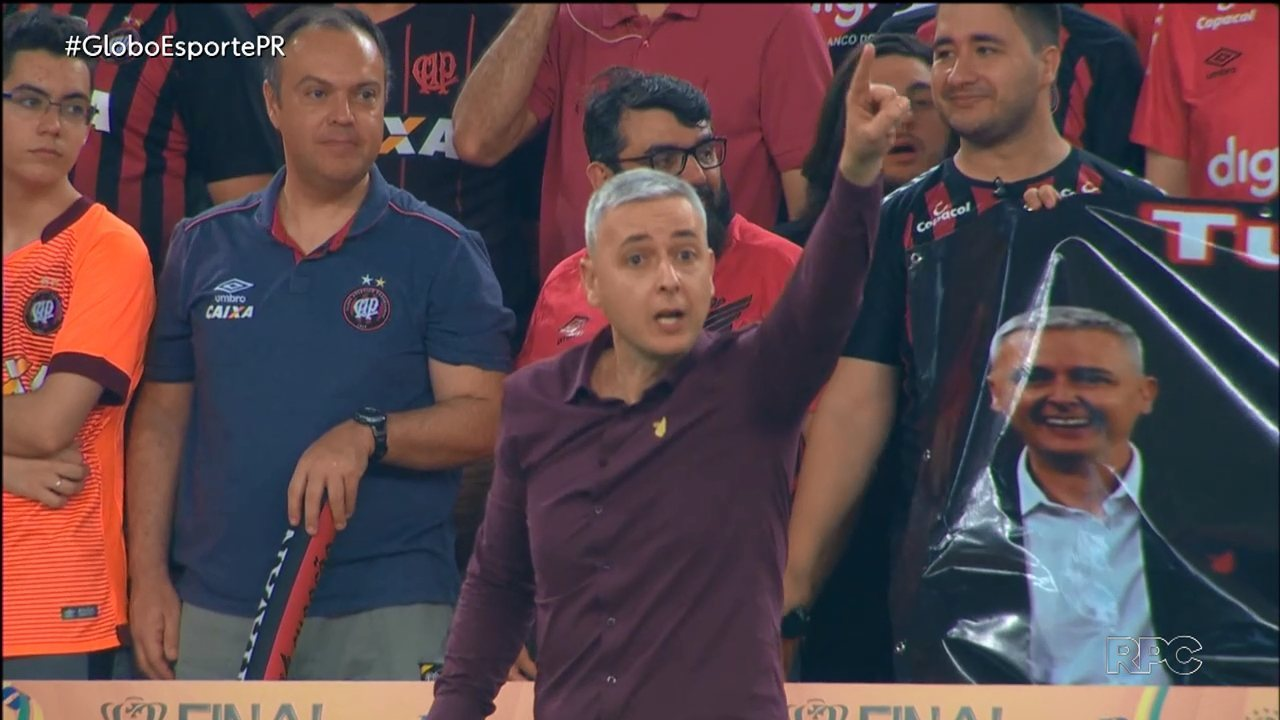 Duelo Corinthians x Athletico opõe estilos de treinar