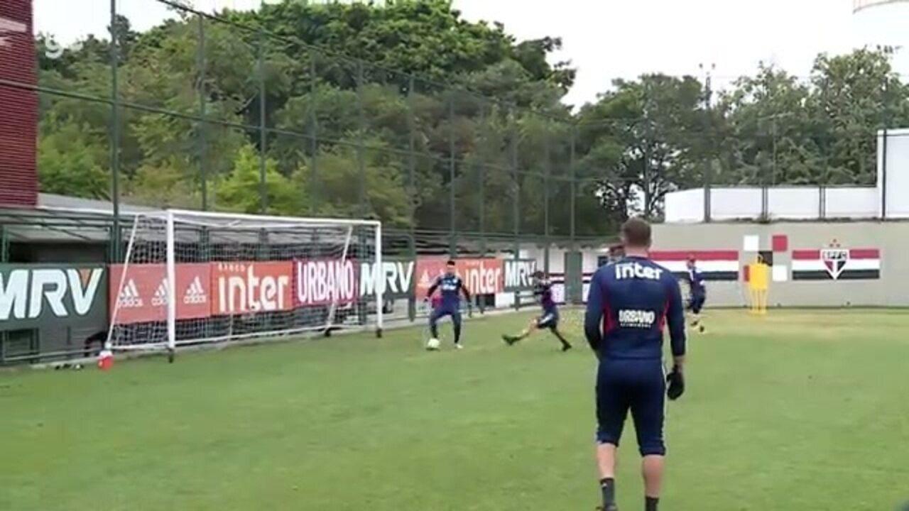 Veja o treino dos goleiros do São Paulo com os pés