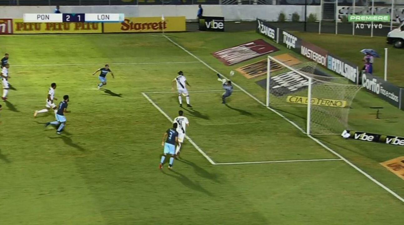 Ygor Vinhas faz duas defesas em sequência e salva a Ponte, aos 12 minutos do 2º tempo