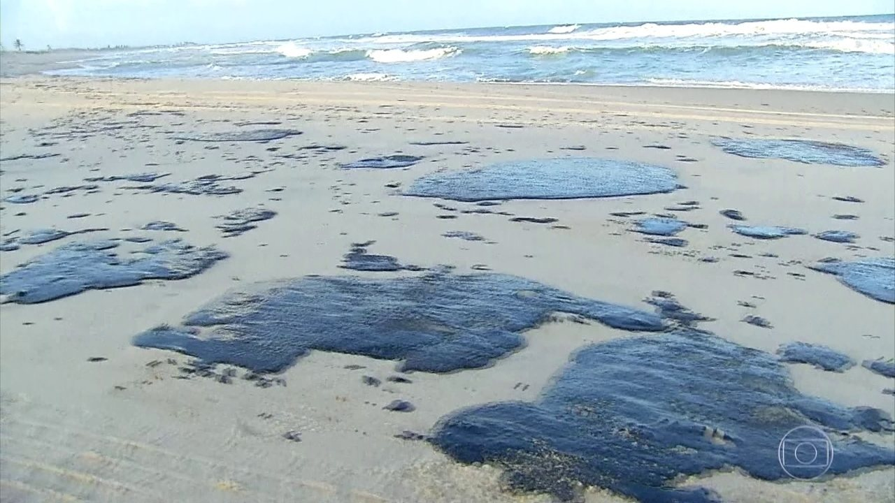 Petrobras diz que óleo no litoral do Nordeste é da Venezuela