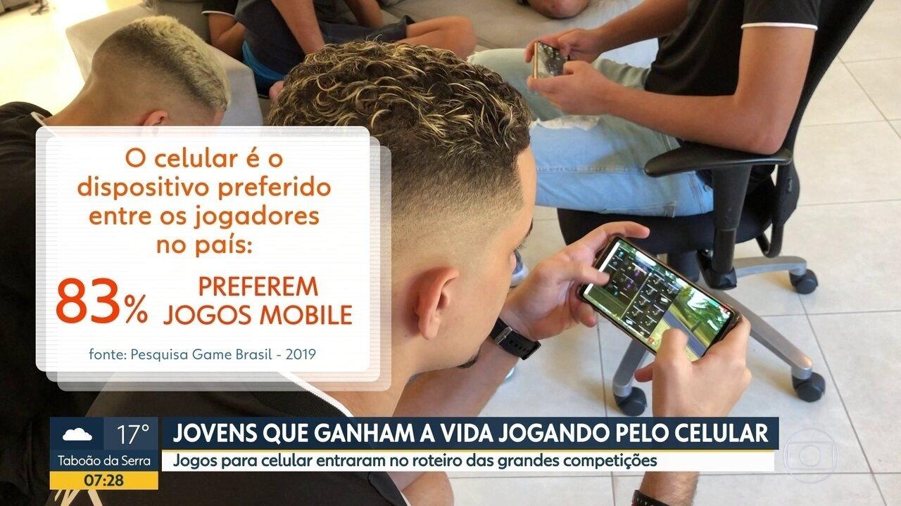 Jovens que ganham a vida jogando pelo celular
