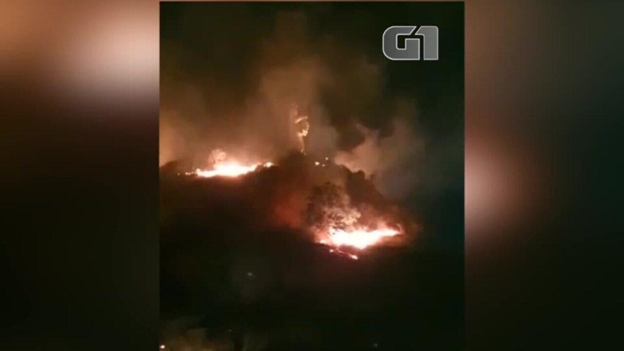 Incêndio ameaça monumento a santa em Oeiras, no Sul do Piauí