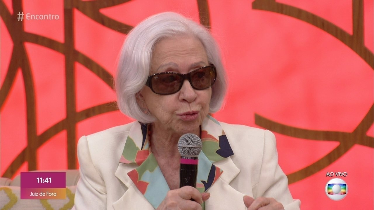 Programa de 11/10/2019 - Prestes a completar 90 anos, Fernanda Montenegro participa do 'Encontro' para falar sobre o lançamento de seu livro de memórias e a polêmica criada a partir de uma foto em que ela se vestiu de bruxa na frente de uma fogueira de livros