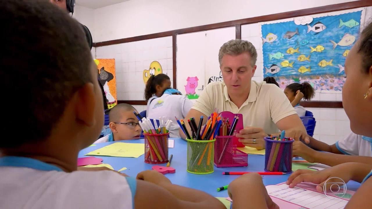 Luciano vai a Madre de Deus(BA) para homenagear crianças e professores de escola pública