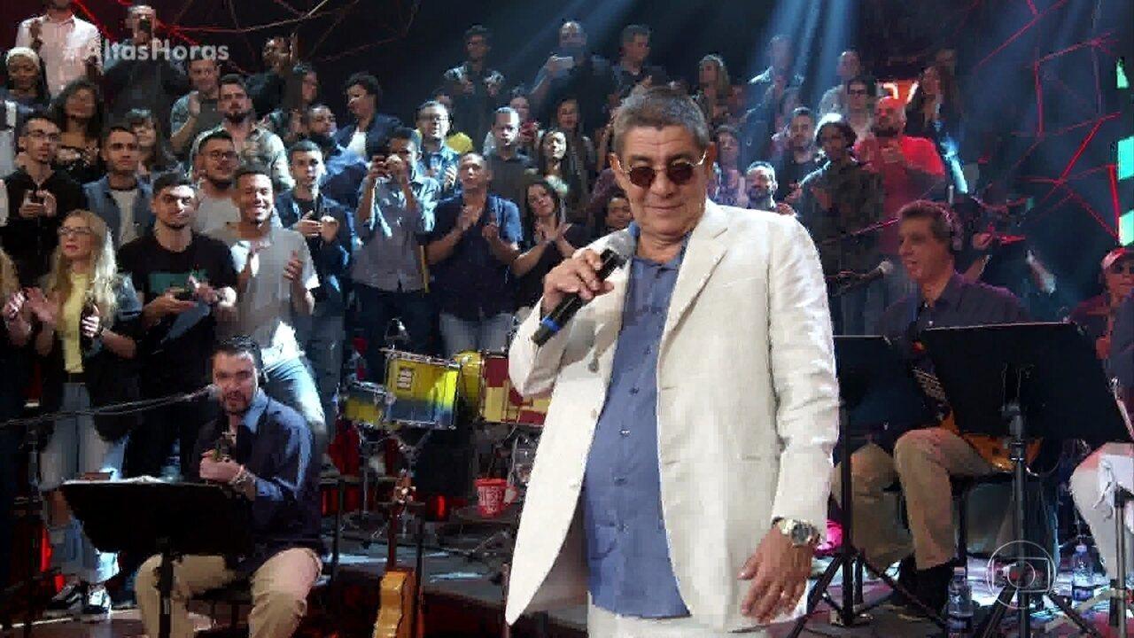 Zeca Pagodinho canta grandes sucessos no palco do 'Altas Horas'
