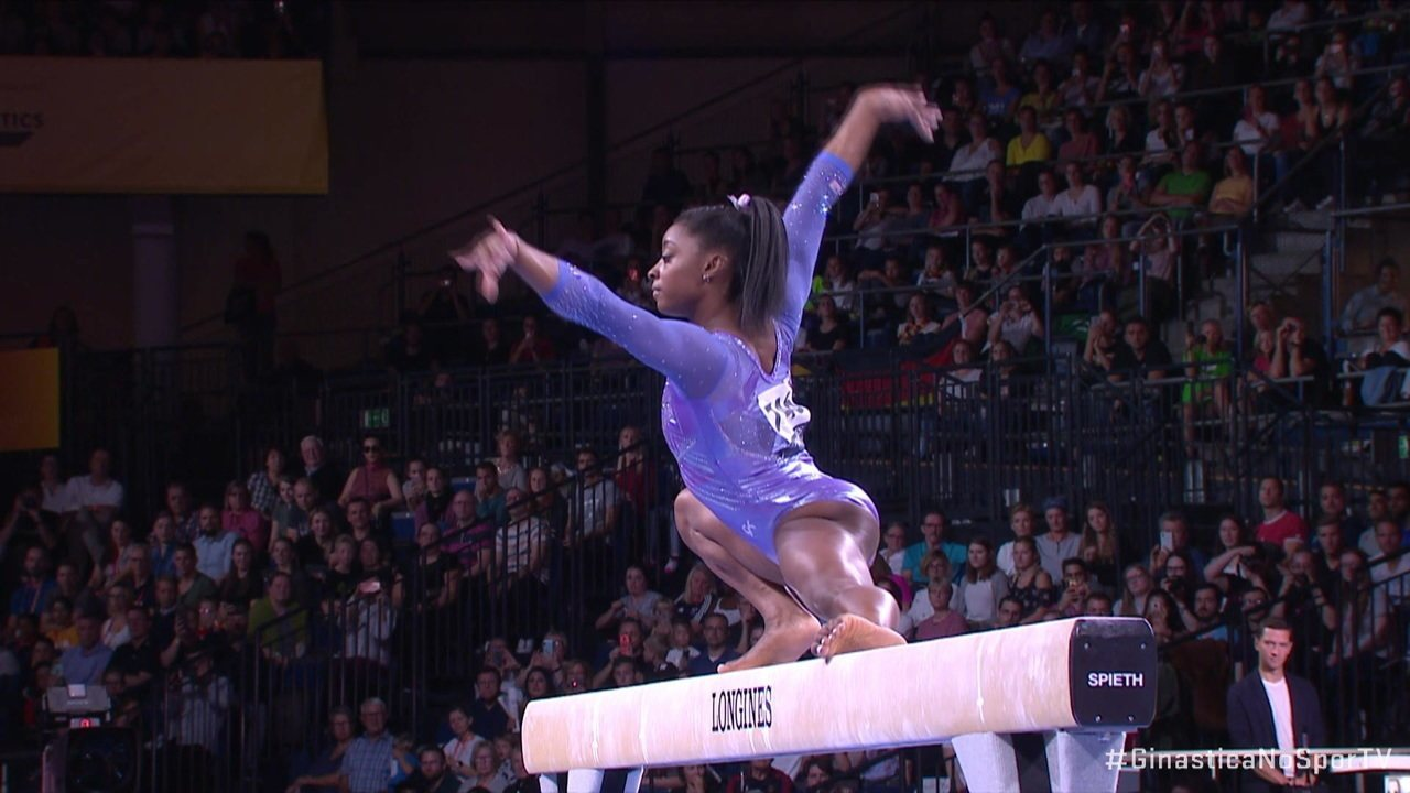 Simone Biles leva nota 15.066 na final da trave no Mundial de Ginástica