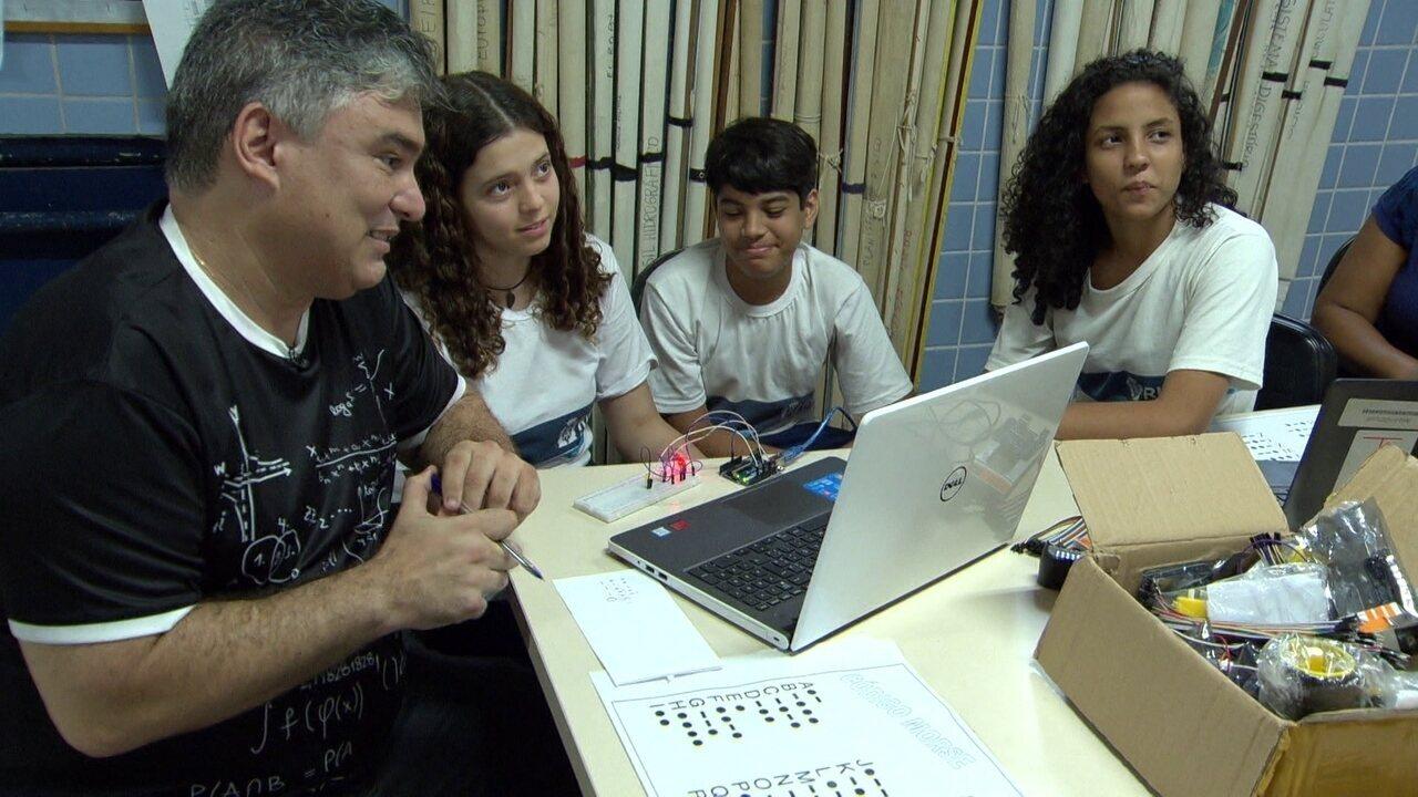 Professor incentiva alunos a participarem de competições: número de prêmios passa de 600