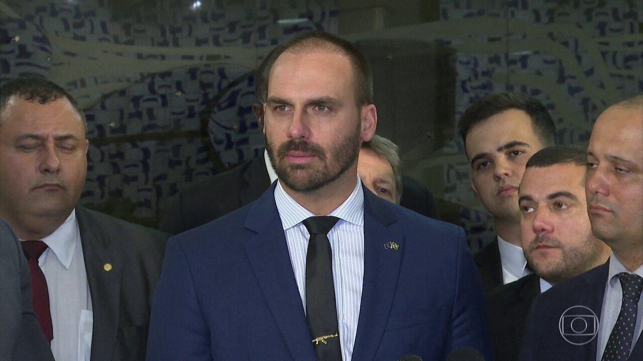 Grupo dentro do PSL faz movimento pra tirar o líder do partido na Câmara