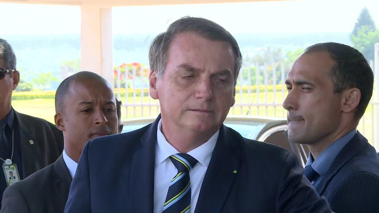 Bolsonaro sobre indicação do filho à embaixada nos EUA: 'Por enquanto, sem alteração'