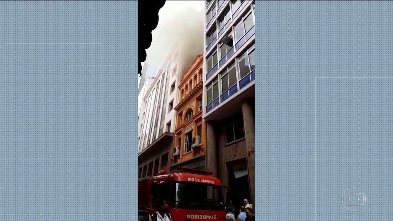 Incêndio em whiskeria no Centro deixa pelo menos 3 bombeiros mortos