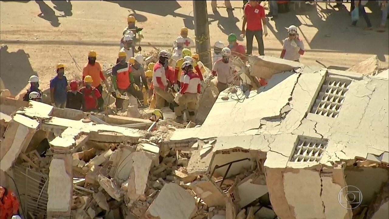 Bombeiros encontram 9º corpo e encerram as buscas no desabamento em Fortaleza