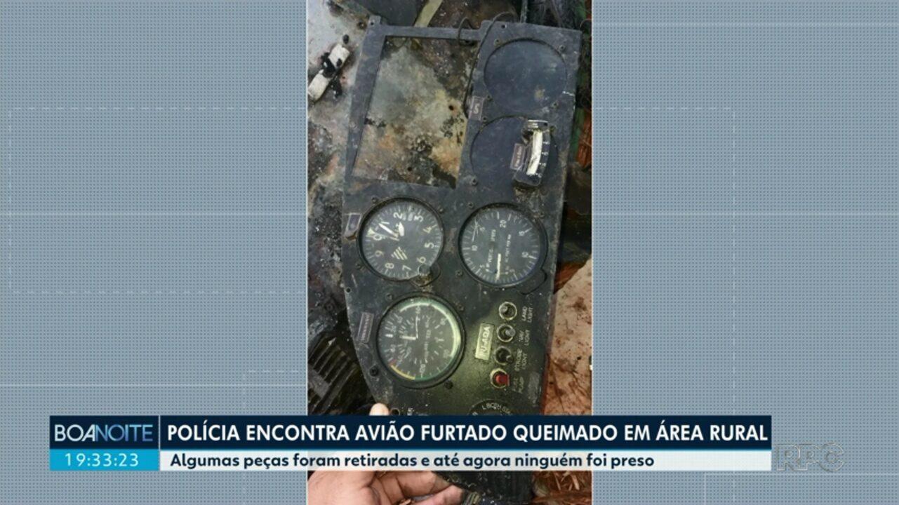 Polícia encontra avião furtado queimado em área rural