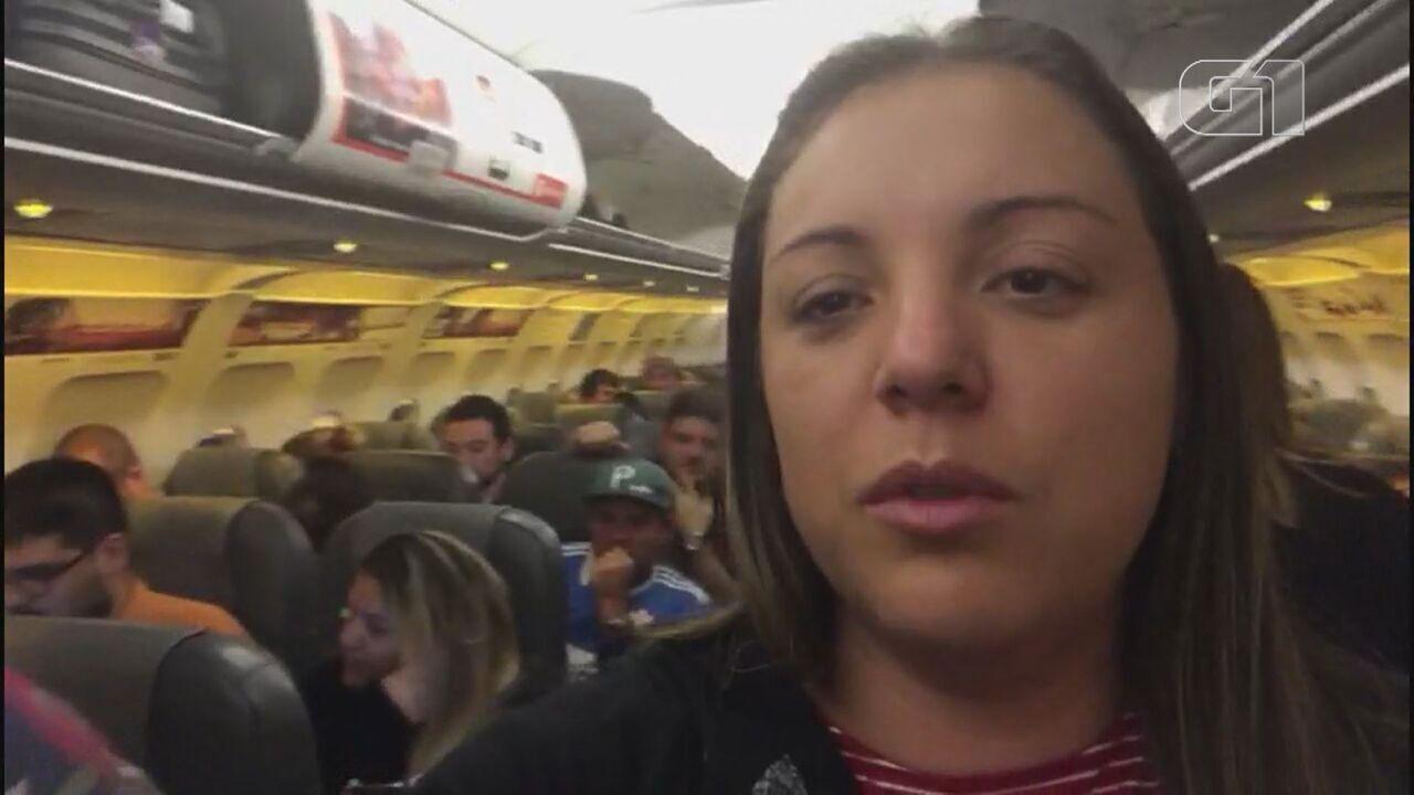 Universitária que relatou pânico com protestos no Chile embarca de volta ao Brasil