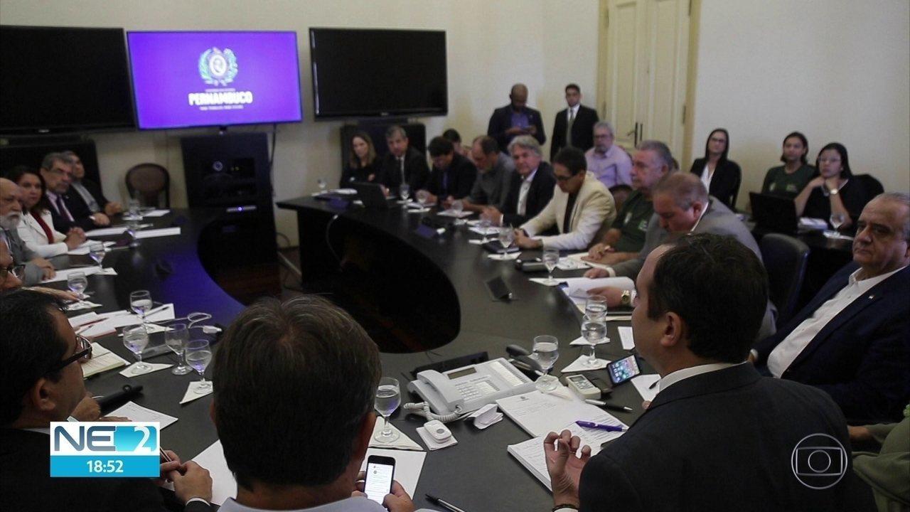 Governo anuncia edital para pesquisas sobre efeitos de óleo nas praias e mar de Pernambuco