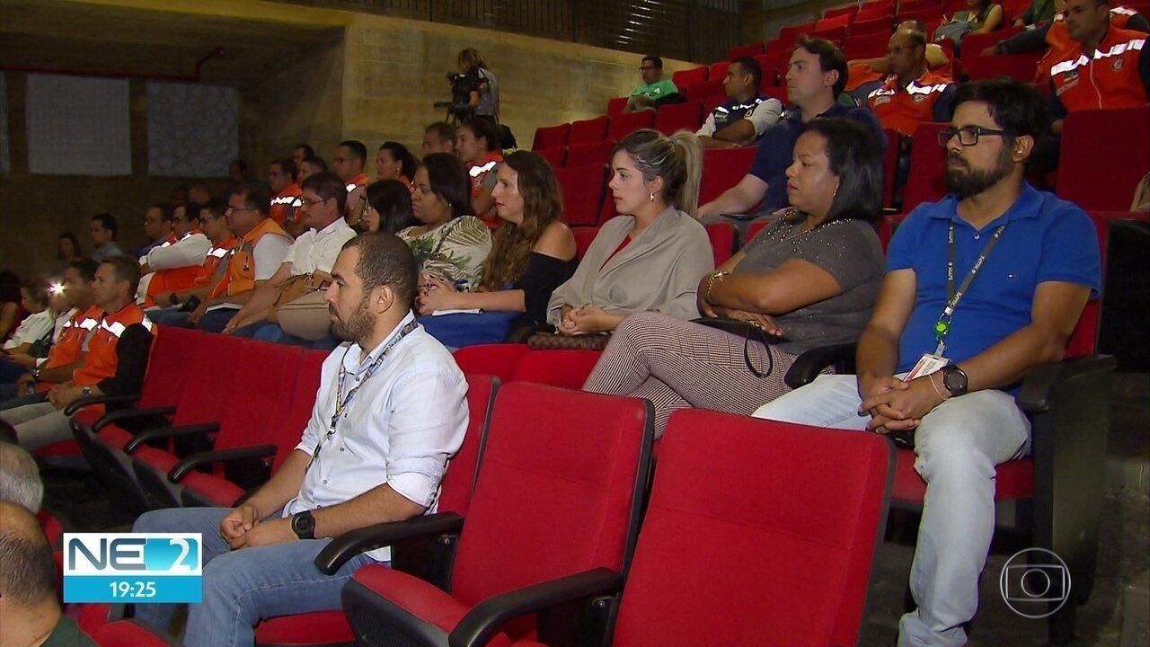 Governo e prefeituras se reúnem para discutir óleo nas praias de Pernambuco