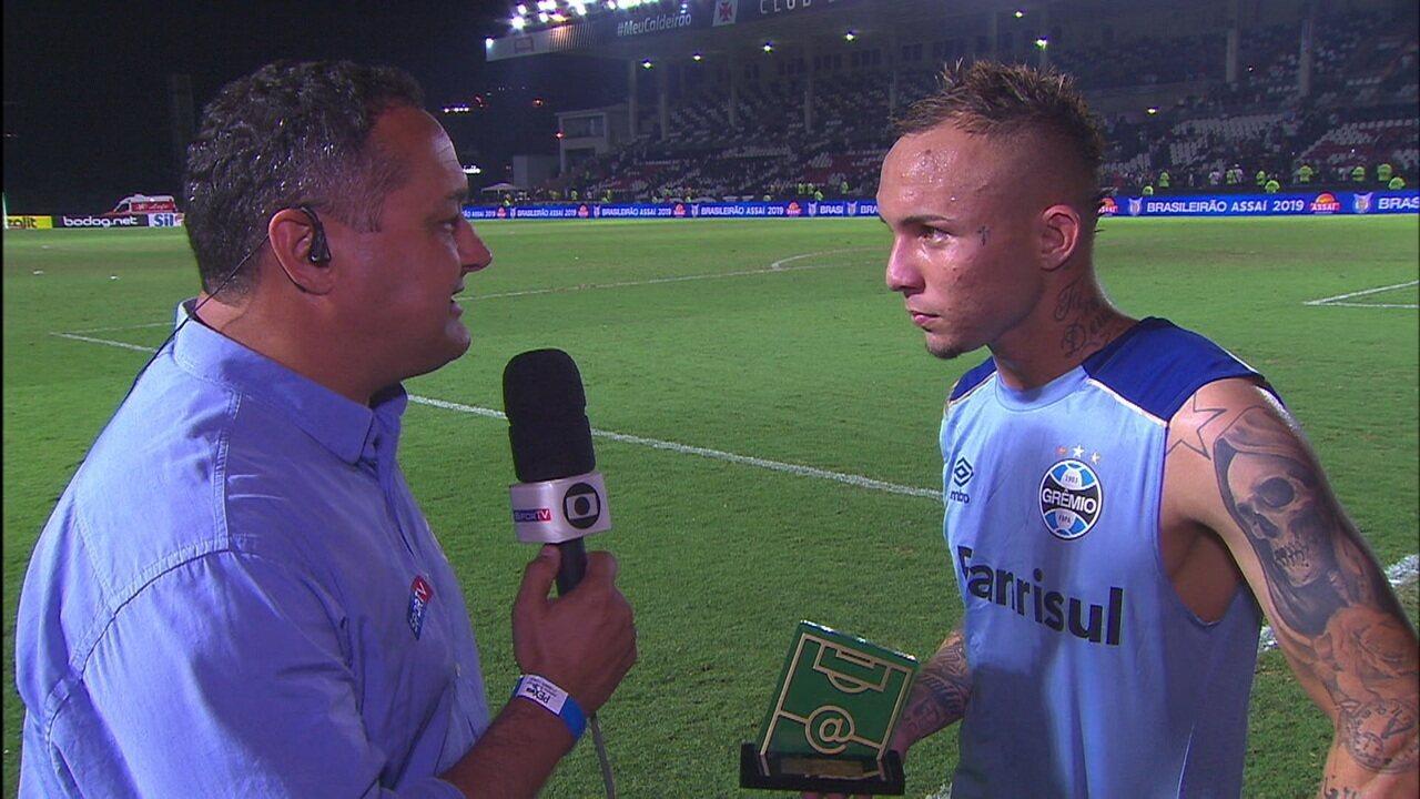 Everton Cebolinha é eleito o melhor do jogo e agradece a votação