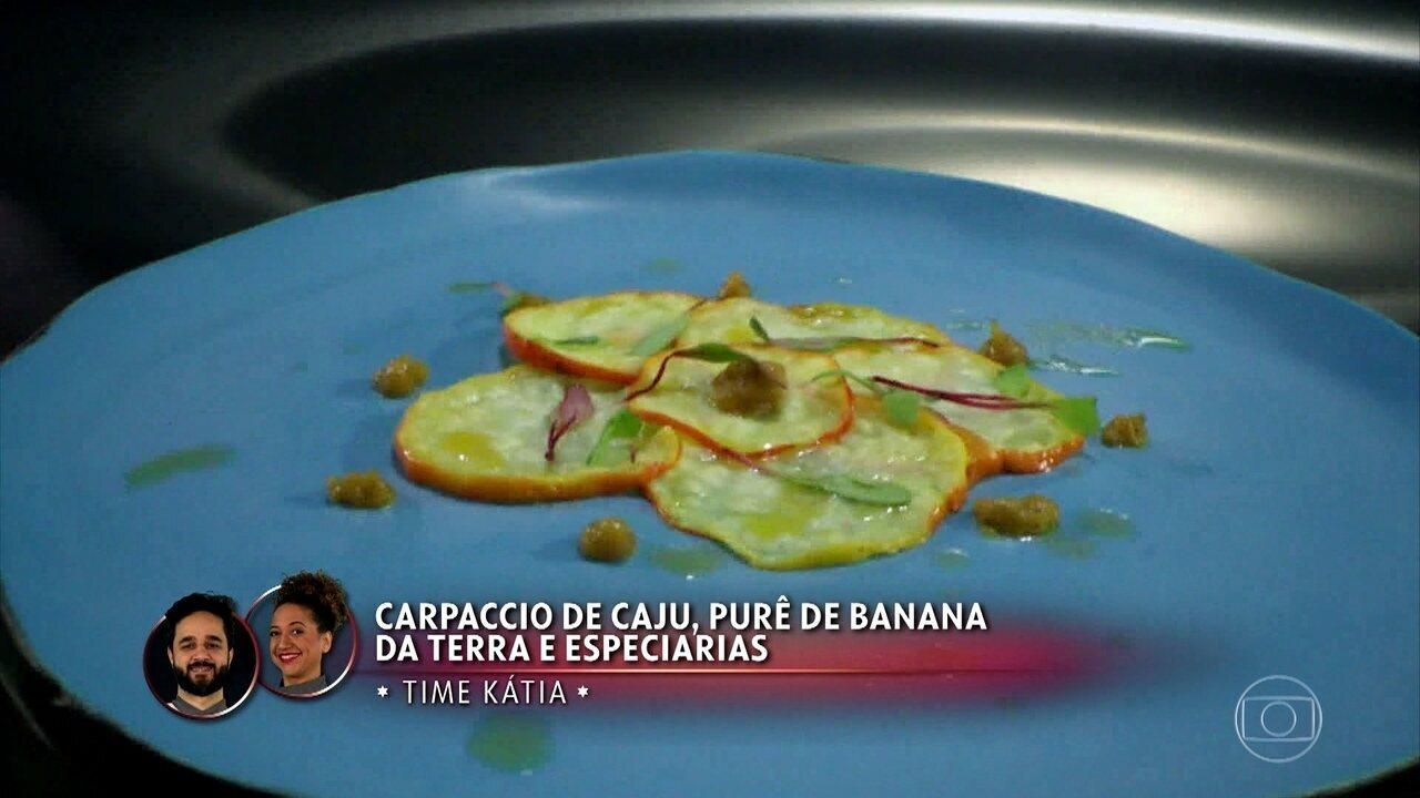 Carpaccio de Caju com Purê de Banana-da-terra e Especiarias