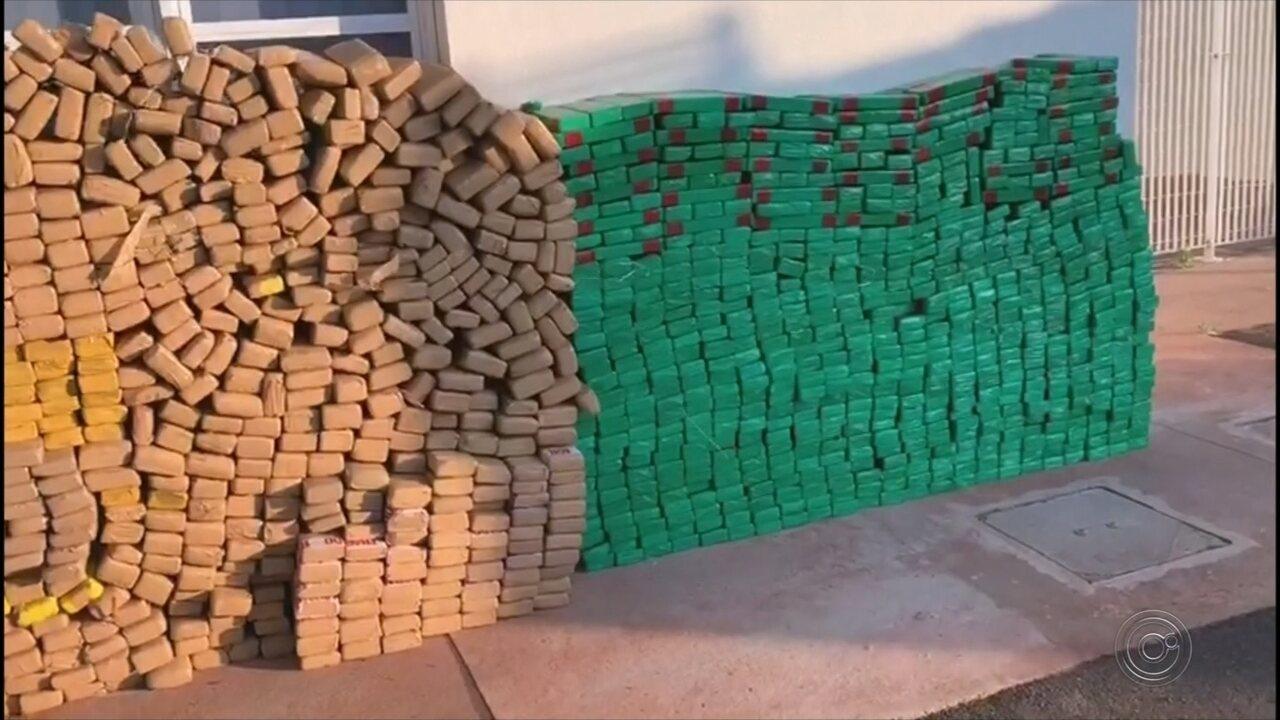 Cão da PM encontra carga de drogas de mais de 3 toneladas em caminhão na Raposo Tavares