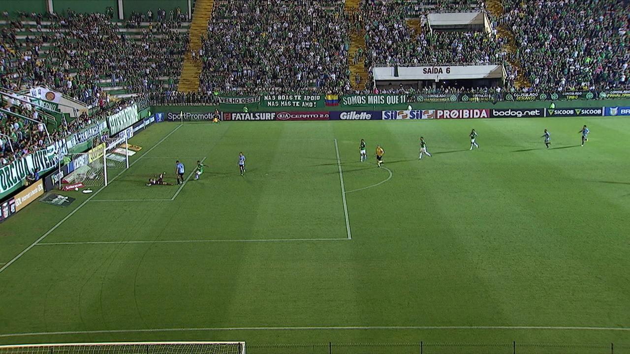 Gol do São Paulo! Vitor Bueno mostra muita frieza e amplia, aos 23' do 1º tempo