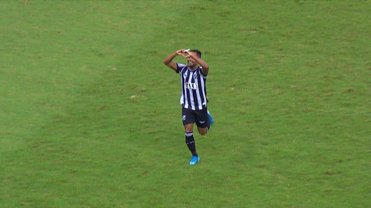 Gol do Ceará! Lindoso afasta mal, Mateus Gonçalves leva para o meio e bate no canto aos 41 do 2º tempo