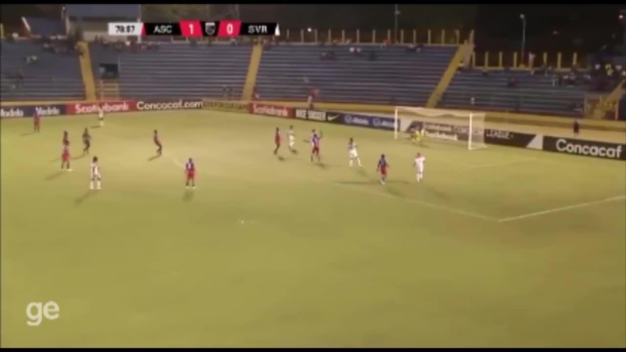 Veja lances de Alan da Costa no futebol do Suriname