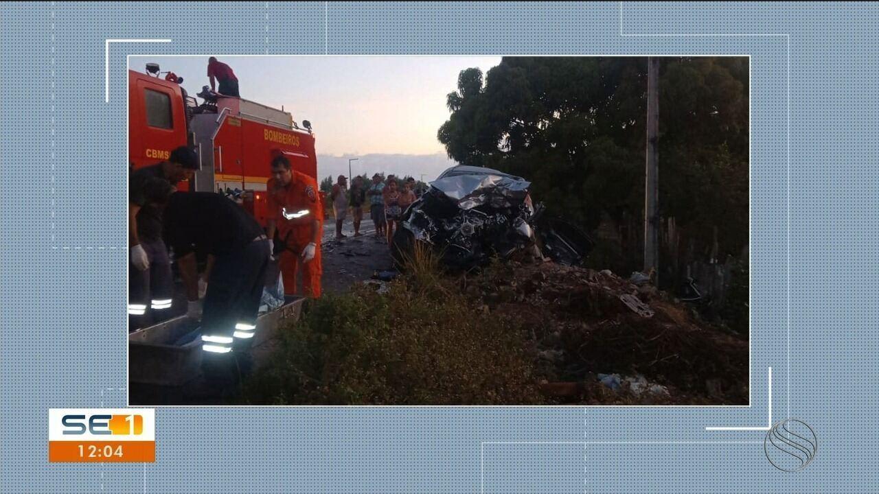 Batida entre carreta e caminhonete deixa uma pessoa morta e outra ferida na BR-101