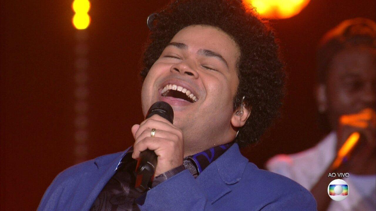 Robson Nunes canta 'Nem Vem Que Não Tem'