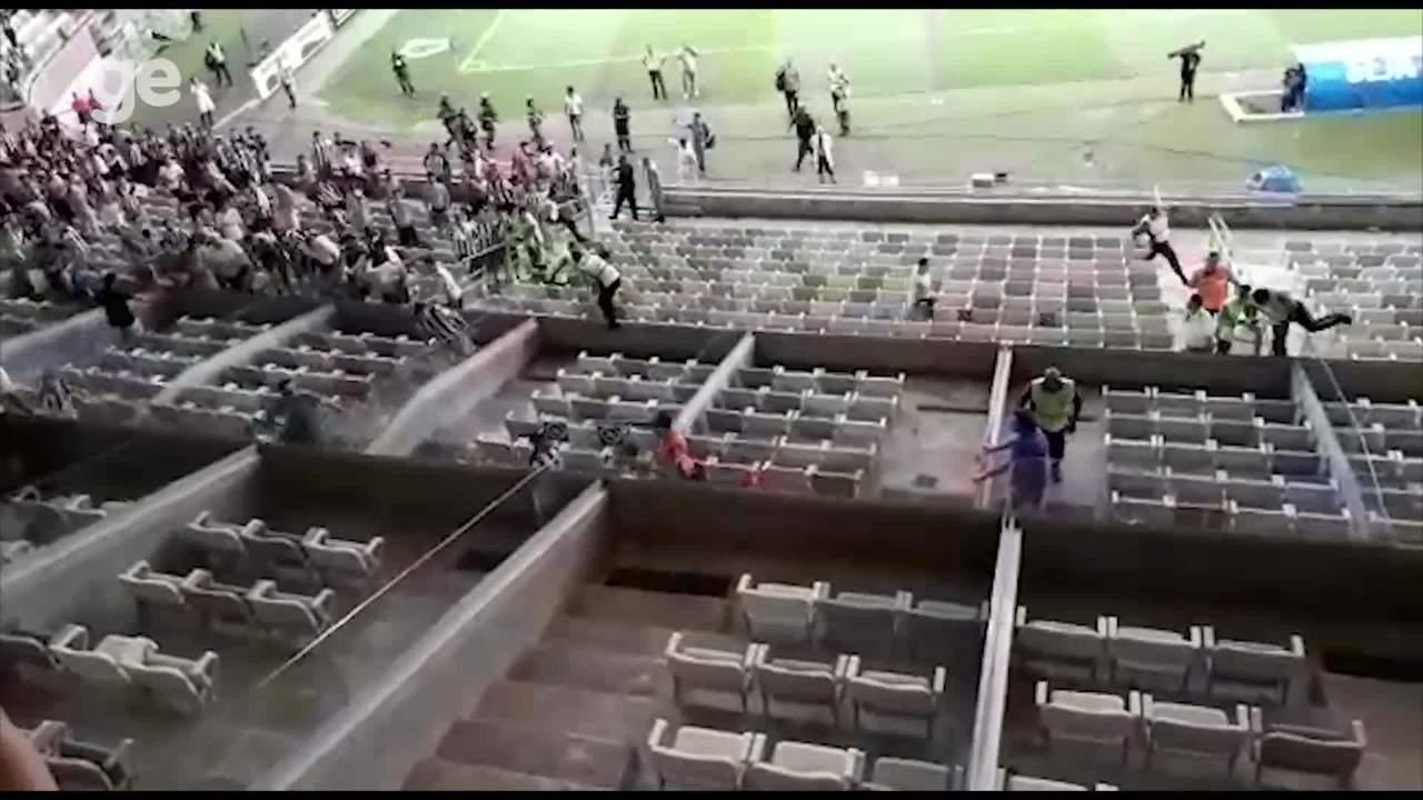 Veja o início da invasão dos camarotes do Mineirão em Cruzeiro x Atlético-MG