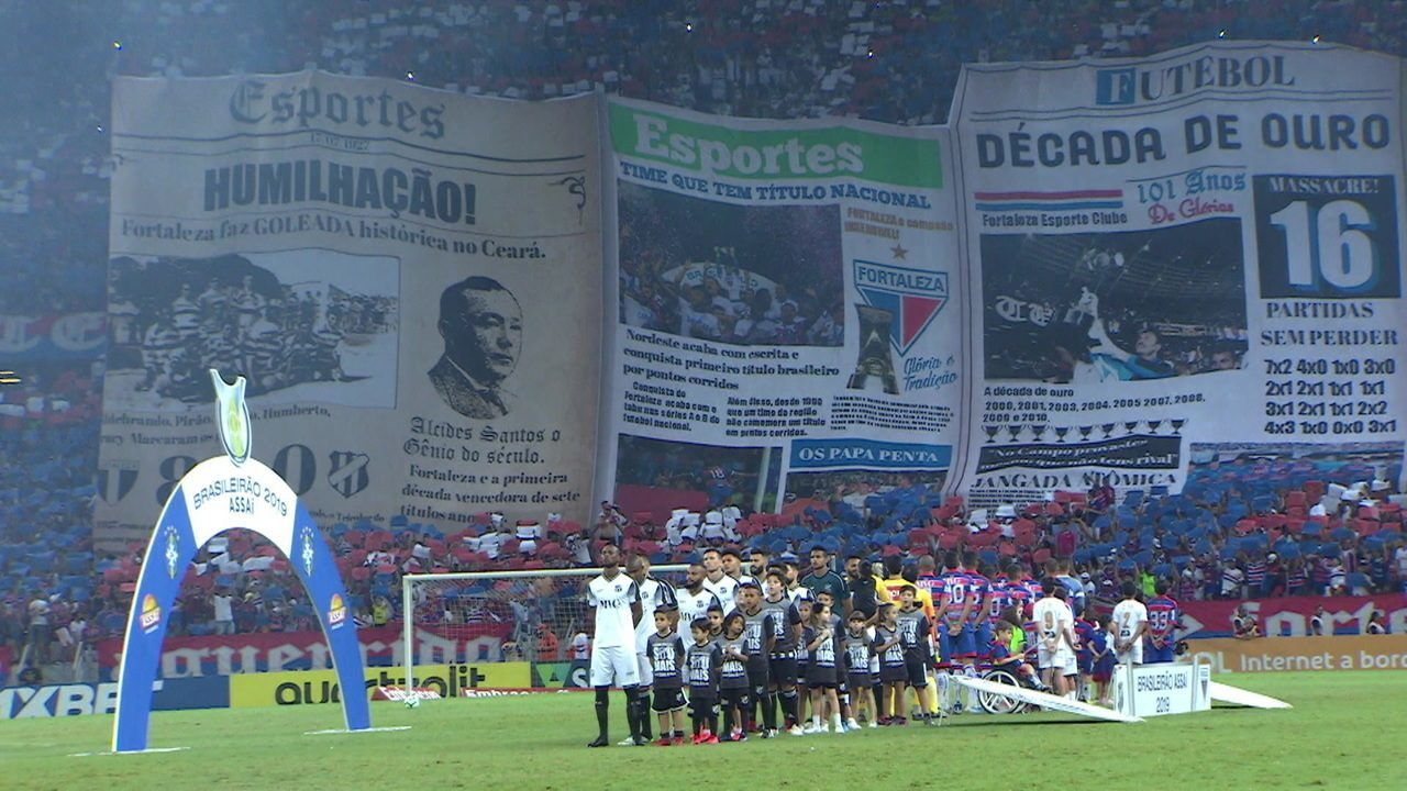 Torcidas de Fortaleza e Ceará exibem mosaicos antes da partida
