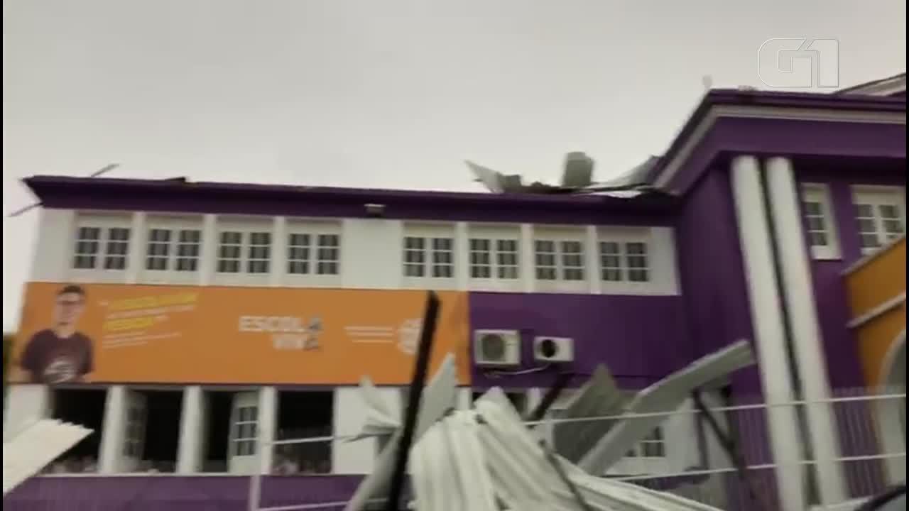 Escola fica destelhada após temporal em Alegre, no Sul do ES