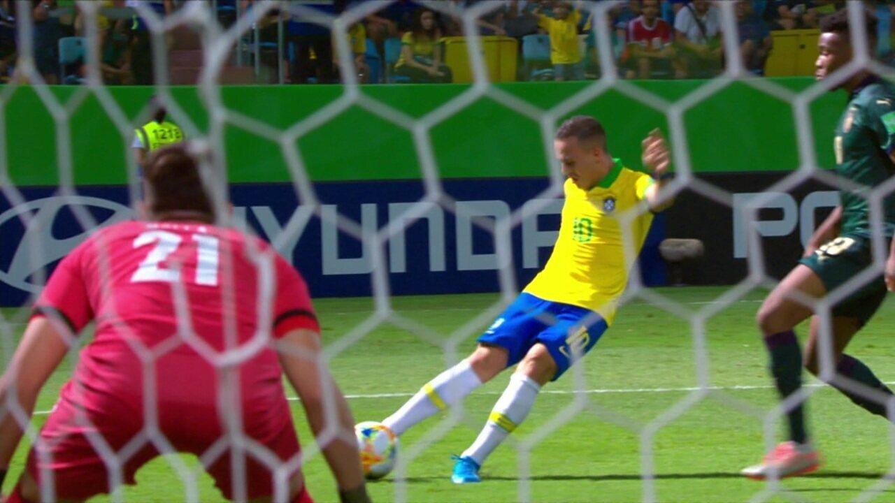 Gol do Brasil! Peglow amplia a vantagem com um contra-ataque rápido, aos 39 do 1º tempo