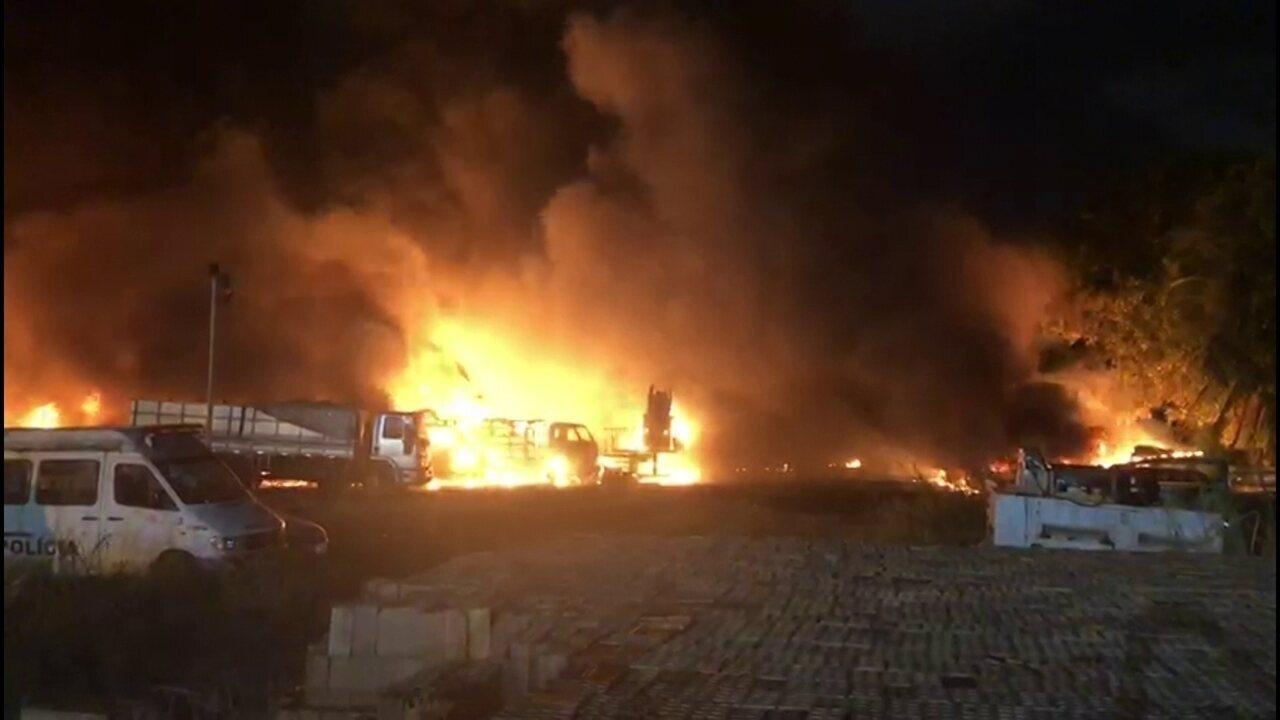Incêndio atinge depósito de carros no Centro do Recife