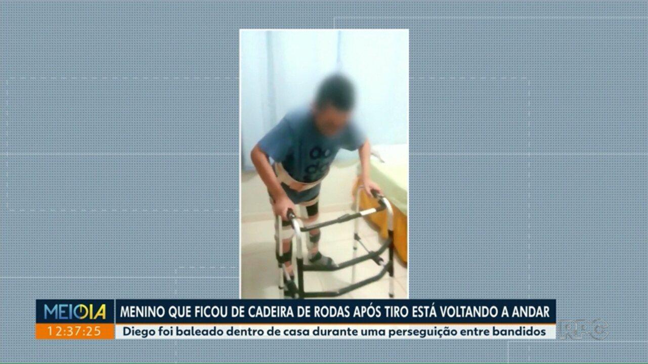 Menino que ficou de cadeira de rodas após tiro está voltando a andar