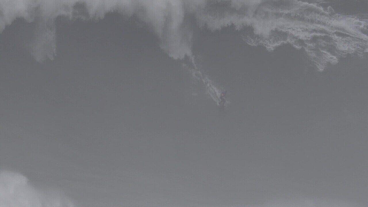 Pedro Scooby é engolido por onda gigante em Nazaré