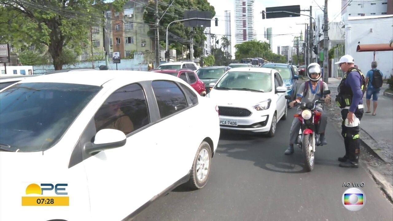 Alagamento provoca interdição do Túnel da Abolição, na Zona Oeste do Recife