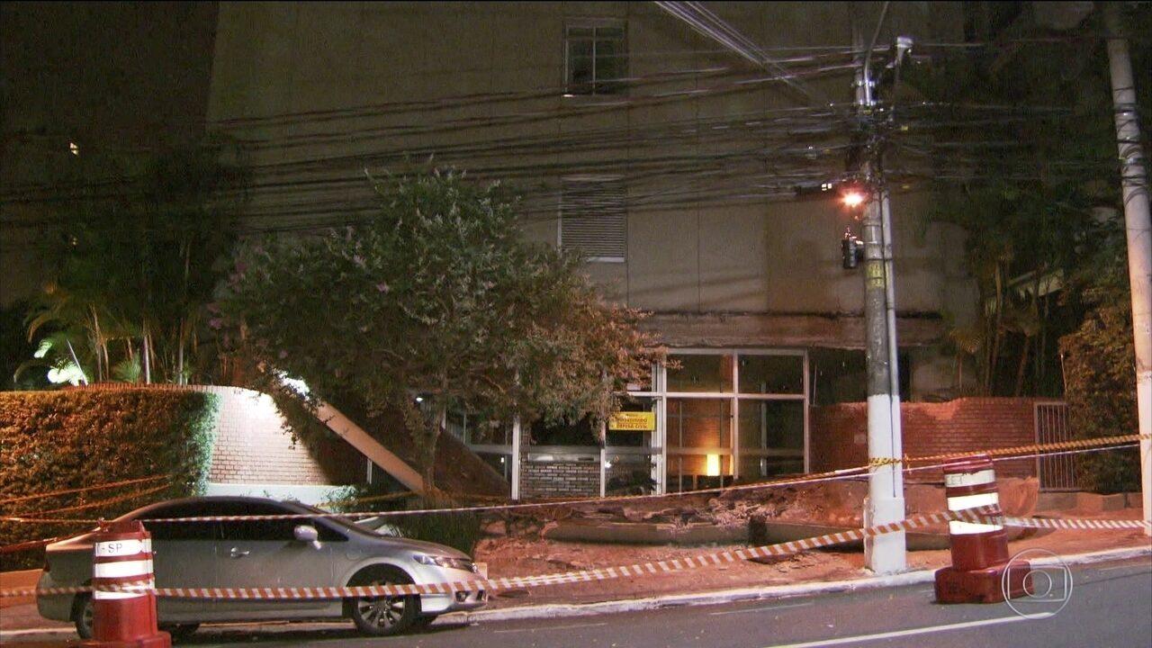 Adolescente morre atingido por marquise que desabou de um prédio em São Paulo
