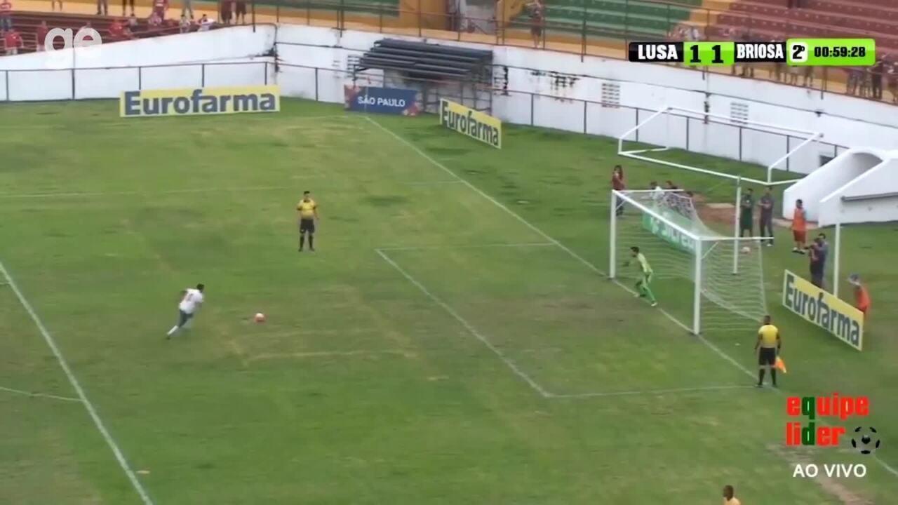 Repórter vai para o gol em academia de goleiro ex-Portuguesa