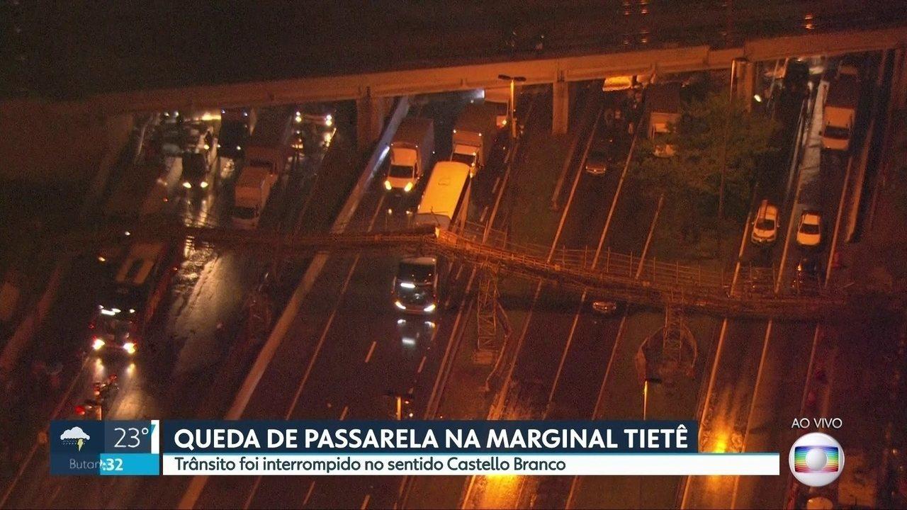 Passarela cai e interdita pistas da Marginal Tietê na saída do feriado