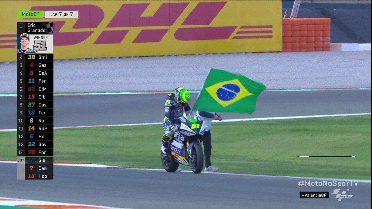 Espetacular! Eric Granado passa Bladley Smith na última curva e vence etapa de Valencia da Moto E