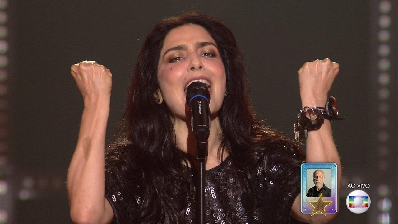 Letícia Sabatella canta 'Canto das Três Raças'