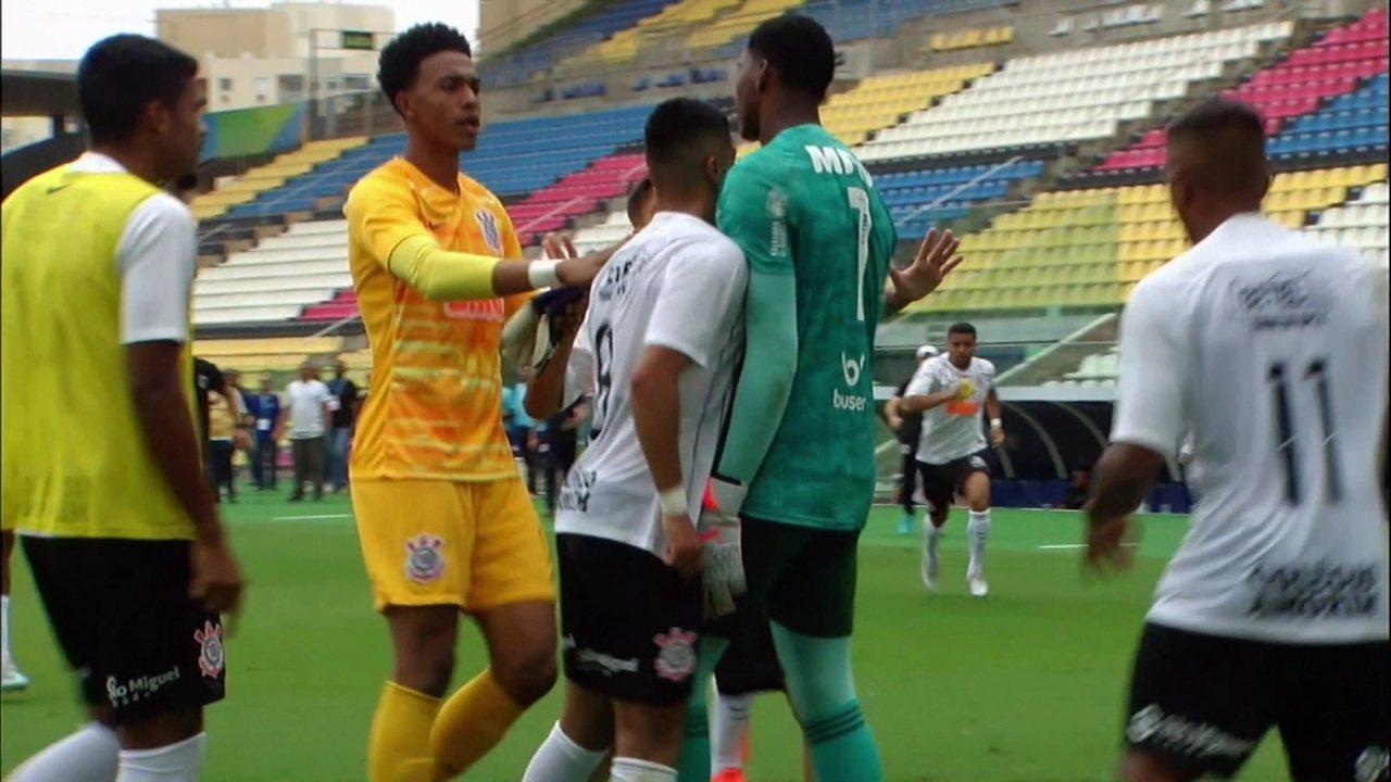 Jogadores do Flamengo e Corinthians se envolvem em confusão na semifinal do sub-20