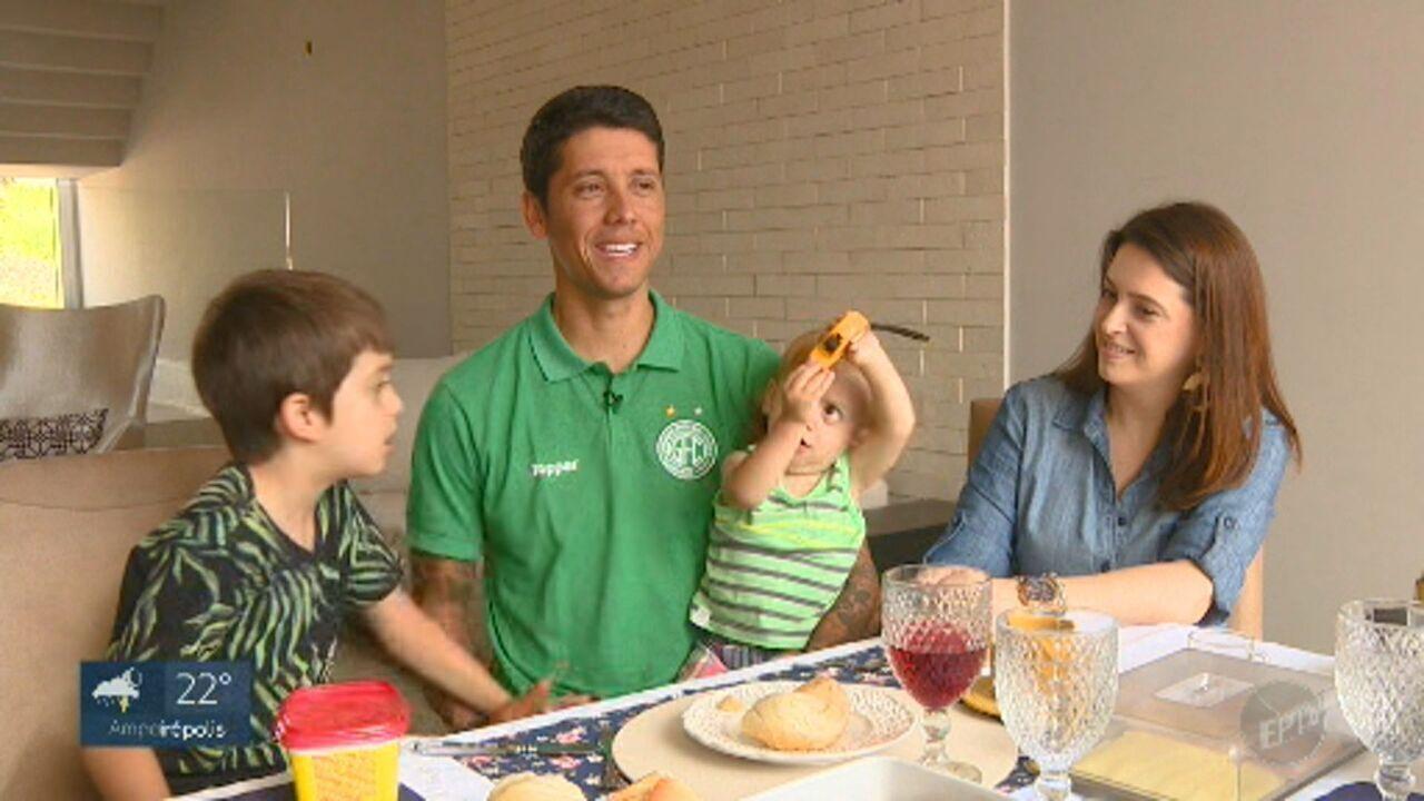 Carpini comemora com a família permanência do Guarani na série B